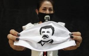 """Hija del """"Chapo"""" Guzmán, regala despensas con el nombre e imagen del narcotraficante"""