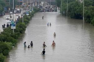 Evacúan a 10 mil personas en Tabasco por inundaciones