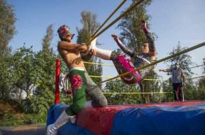 Luchadores mexicanos al aire libre