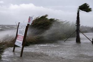 Continúa rescate de afectados por paso del huracán «Sally» en Alabama y Florida