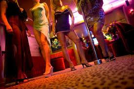 Bruselas prohíbe prostitución para frenar coronavirus