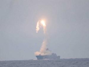 Putin celebra cumpleaños lanzando misil