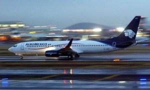 Pilotos y sobrecargos de Aeroméxico, defienden sus derechos laborales