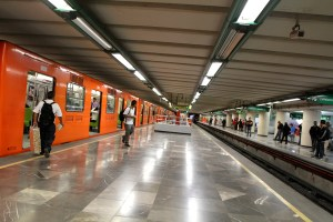 Reanudó servicio limitado línea 2 del Metro