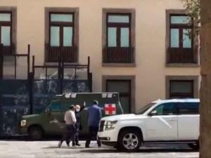 Captan a AMLO en patio de Palacio Nacional con cubrebocas