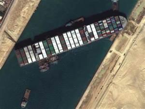 Por fin se libera «embotellamiento» en Canal de Suez