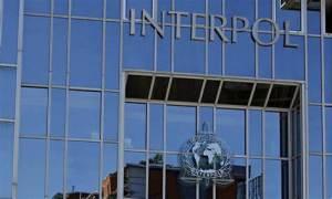 Interpol lanza alerta por venta ilegal de vacunas por Internet