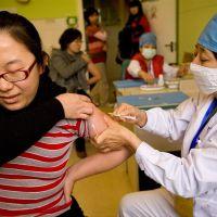 Huevos gratis, descuentos en las tiendas, cupones: China recurre a todo para que su gente se vacune
