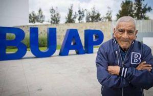 Nunca es tarde… Hombre de 84 años, termina carrera de ingeniero