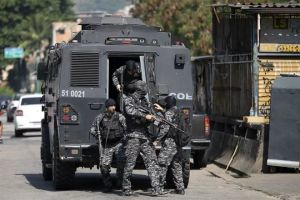 Mueren 25 en enfrentamiento en Favela de Brasil
