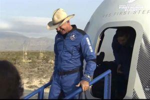Hombre más rico del mundo viaja al espacio