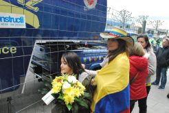 Fans colombianos en la llegada del Tour de Romandie o Vuelta a Suiza