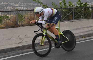 Filippo Ganna se impone en la primera etapa del Giro de Italia 2020 y se  viste de Rosa - Noticiclismo