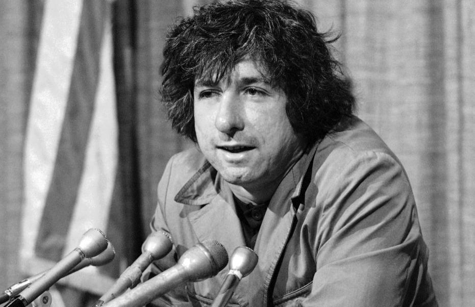 Muere Tom Hayden, símbolo del pacifismo