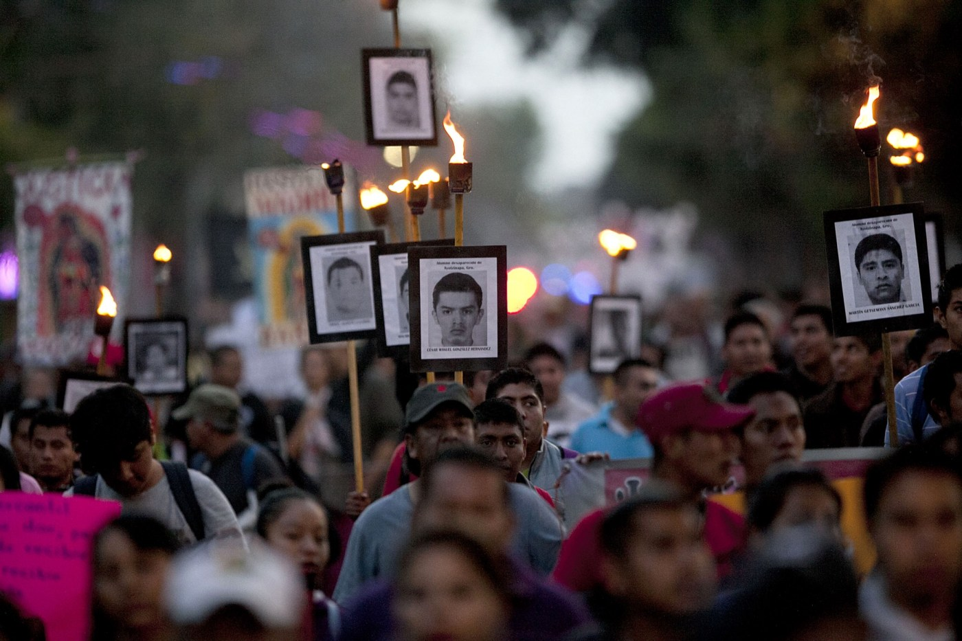 Manifestación por las desapariciones de Ayotzinapa, a 3 meses de la noche de Iguala.