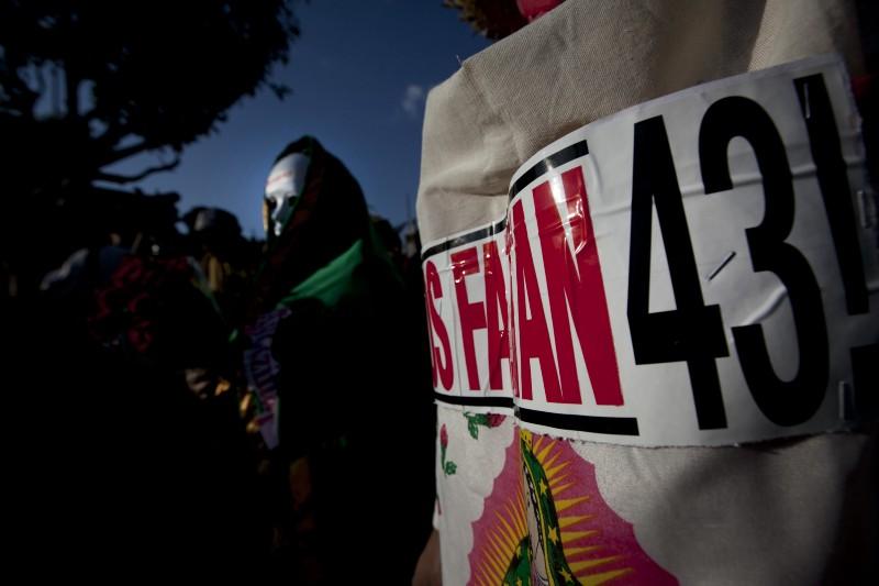 Protesta por la desaparición de los 43 estudiantes en Iguala.