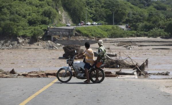 Durante el huracán Manuel, se colapso el puente del río Papagayos.