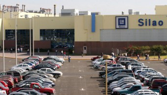 Vista de la planta ensambladora de General Motors en Silao, Guanajuato (AP)