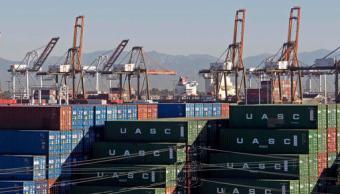 El Puerto de Los Ángeles, con algunas grúas de carga para importación (AP)