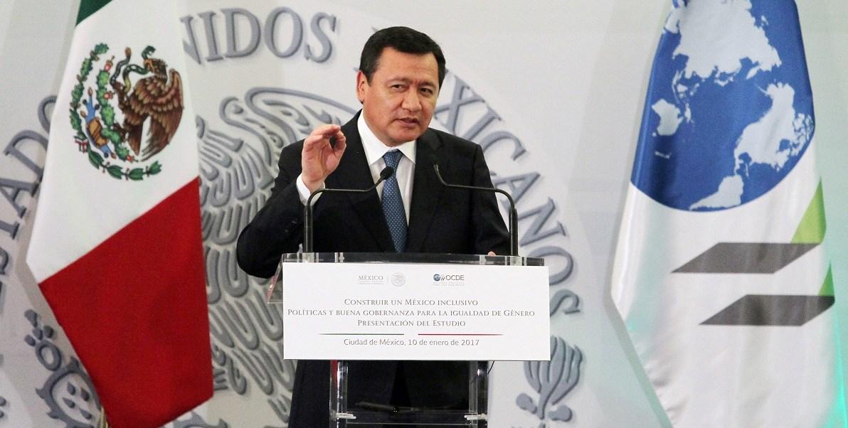 El secretario de Gobernación, Miguel Ángel Osorio Chong, junto con el gobernador de Puebla José Antonio Gali Fayad, presidió el inicio de operaciones del Centro de Justicia para las Mujeres en Tehuacán. (Notimex, archivo)