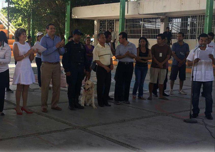 Autoridades en Guerrero dan una plática a estudiantes como parte del programa Mochila Segura; en Acapulco refuerzan el tejido social con el proyecto