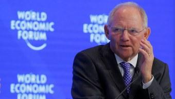 El ministro alemán de Finanzas, Wolfgang Schaeuble, durante la reunión anual del Foro Económico Mundial en Davos, Suiza (AP)