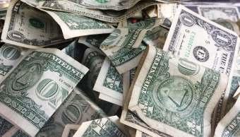 El déficit presupuestario de Estados Unidos se reduciría en 2017, pero volvería a expandirse (Billetes de un dólar / AP)