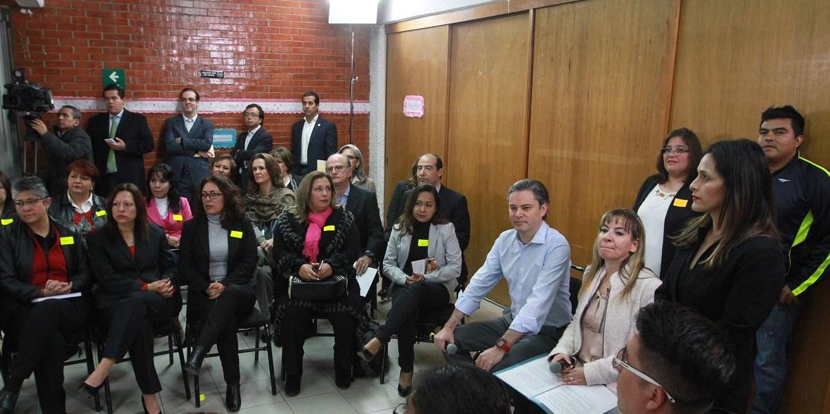 El secretario de Educación Pública, Aurelio Nuño, visitó las instalaciones del Centro de Atención Múltiple en la delegación Coyoacán; ahí sostuvo que en México todos tenemos los mismos derechos sin importar la región a la que pertenece cada persona.