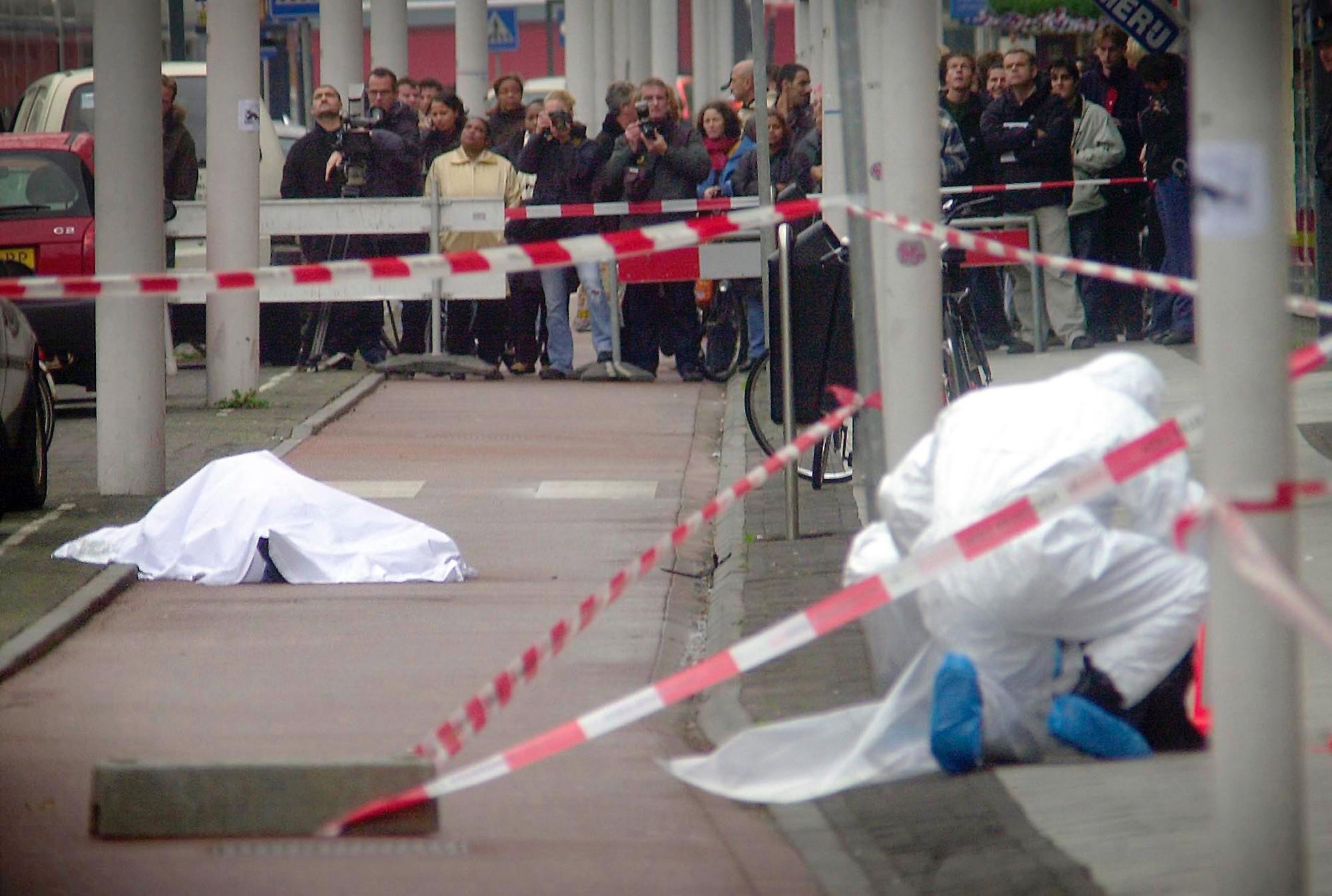 El cuerpo de Theo Van Gogh, asesinado por un fanático musulmán en Amsterdam.
