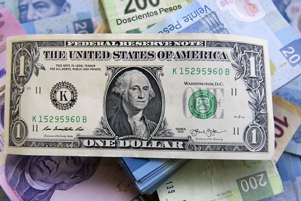 Mercados se ponen en alerta; el peso retrocede frente al dólar. (Getty Images)