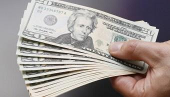 Los bancos capitalinos compraron el dólar hasta en $17.95. (Getty Images, archivo)