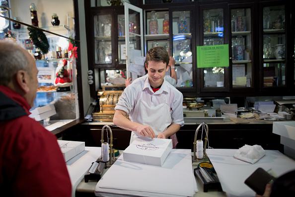 Espana registra 390,534 desempleados menos en 2016
