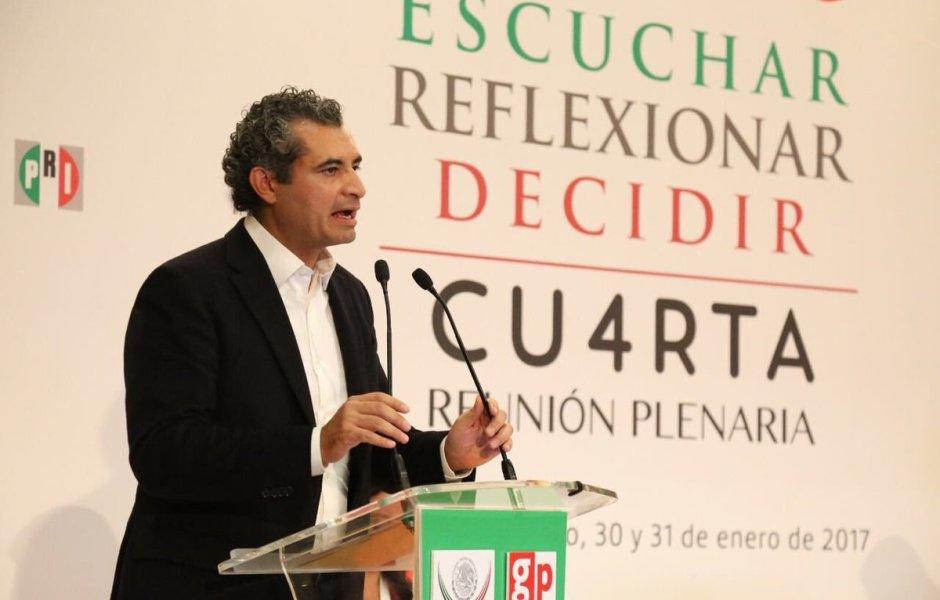 Enrique Ochoa Reza, líder nacional del PRI, durante la Cuarta Reunión Plenaria (Twitter CCQ_PRI)