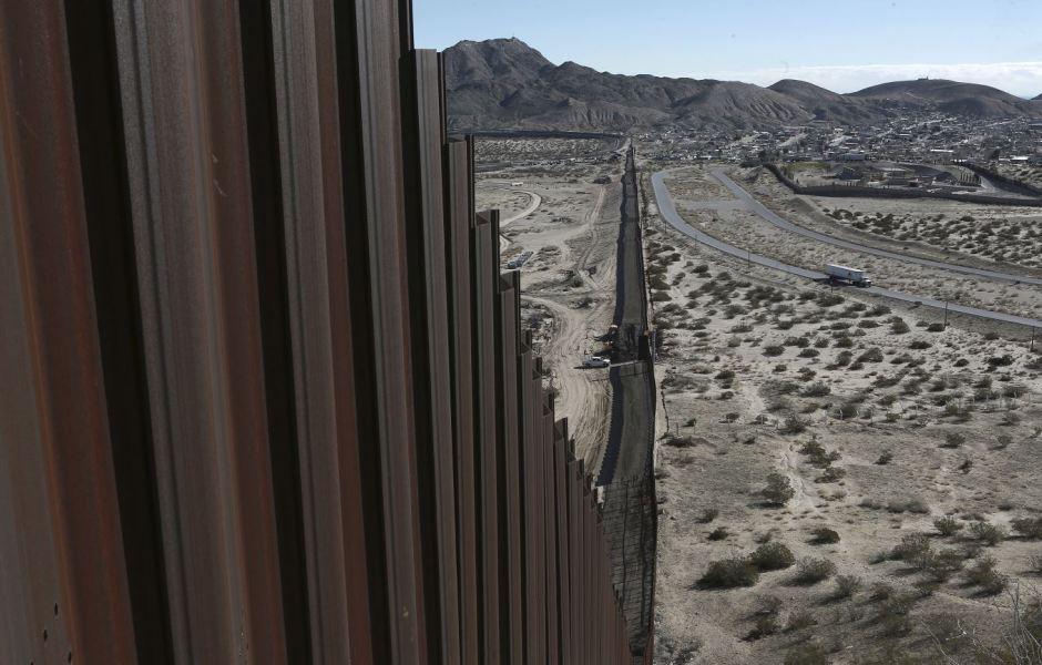 Sector del muro construido en la frontera de México con Estados Unidos (AP, archivo)