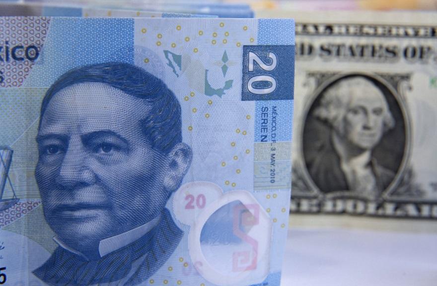 Venden dólar en 20.23 pesos y en 19.56 a la compra en casas de cambio del Aeropuerto Internacional Benito Juárez (Getty Images/archivo)