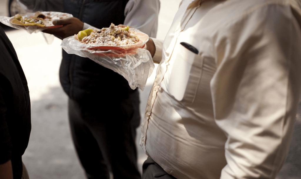 Gente comiendo