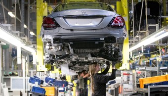 Los nuevos pedidos de bienes de capital manufacturados en Estados Unidos aumentaron más de lo esperado en diciembre (Getty Images)