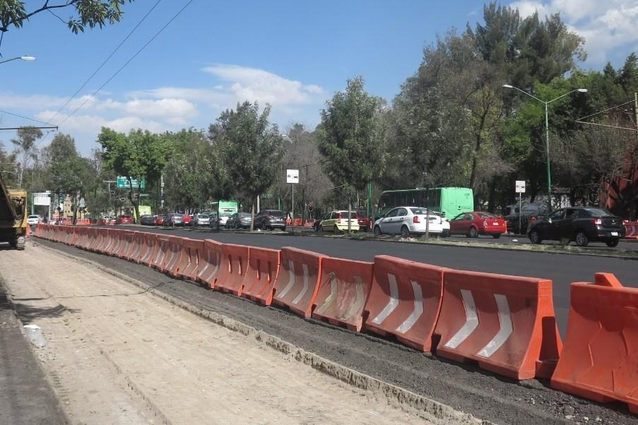 Construcción de la Línea 7 del Metrobús que correrá por Paseo de la Reforma; contará con 32 estaciones y una extensión hacia Santa Fe. (Twitter: @SOBSECDMX)