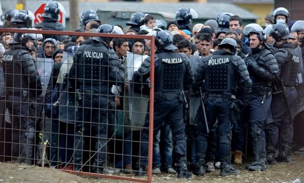 Migrantes en el área de contención en Dobova, Eslovenia