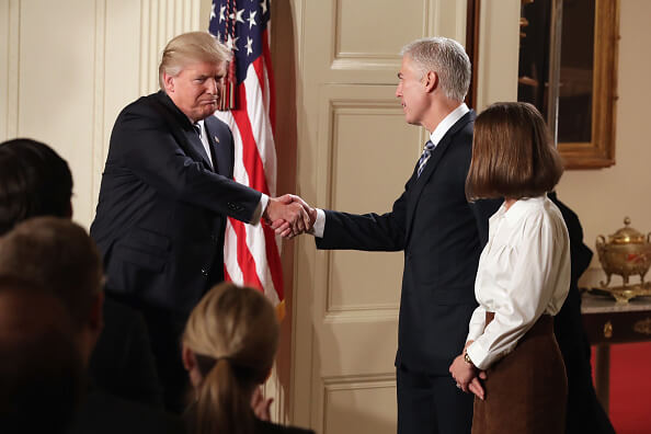 Presidente Donald Trump y Neil Gorsuch