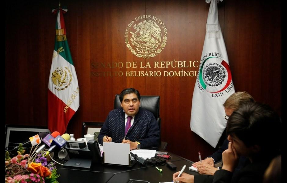 Conferencia de prensa del senador perredista, Miguel Barbosa.