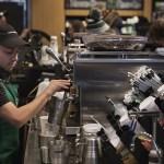 La cafetería Starbucks planea contratar a 10 mil refugiados en el mundo (Getty Images)