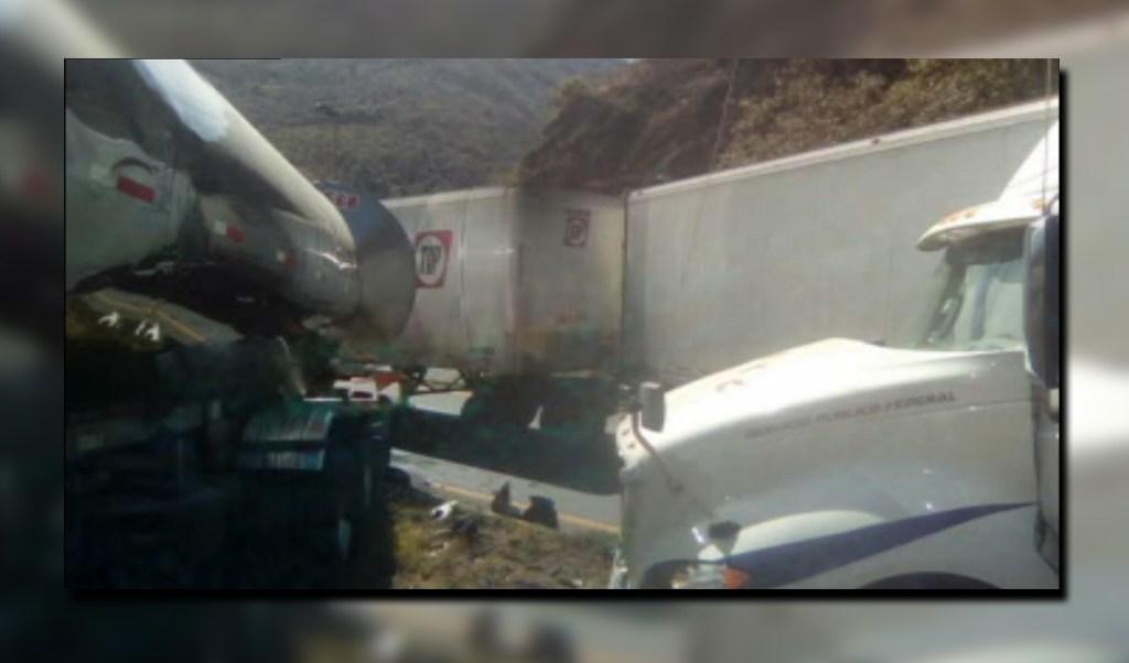 Dos accidentes afectan la autopista Veracruz-Puebla; un tráiler impacta a otro en el kilómetro 246+300