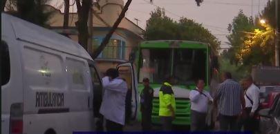 Una mujer de aproximadamente 30 años fue asesinada durante un asalto a un camión en la CDMX (Noticieros Televisa)