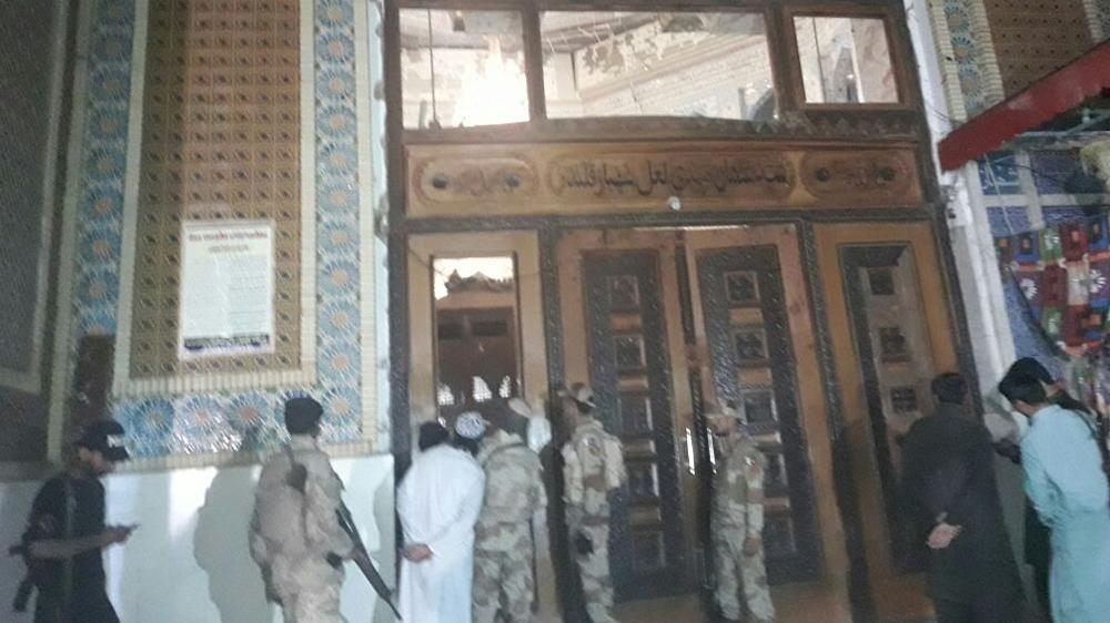Atentado en santuario de Pakistán deja 70 muertos