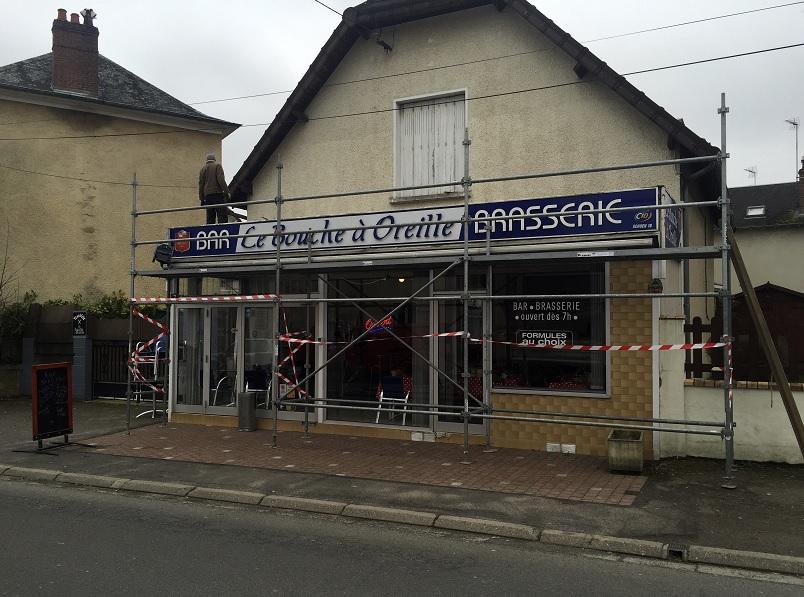 """El restaurante local """"Le Bouche à Oreille"""" en Bourges, en el centro de Francia recibe una de las estrellas codiciadas de la Guía Michelín (AP)"""