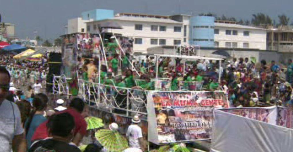Carros alegóricos en Veracruz (Noticieros Televisa)