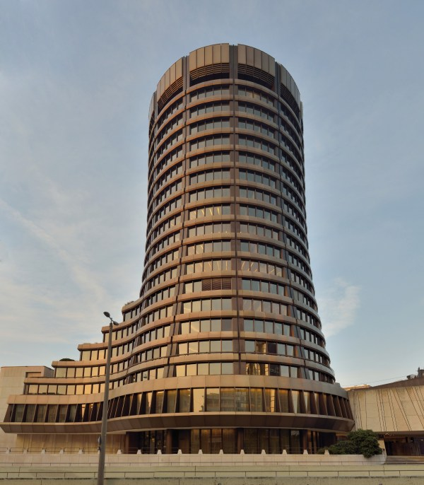 Edificio central del Bank for International Settlements en Basilea, Suiza