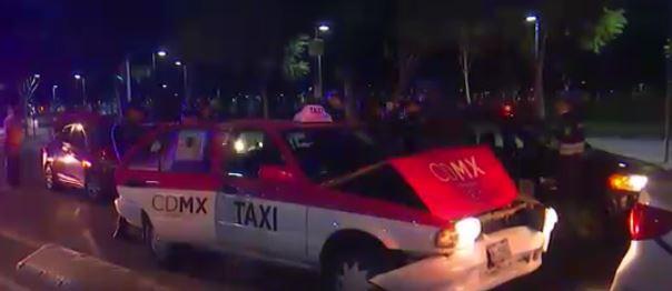Taxi impacta un vehículo particular sobre el Hemiciclo a Juárez, en la CDMX; hay un lesionado. (Noticieros Televisa)