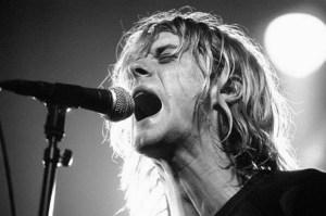 Kurt Cobain era zurdo y encontrar guitarras para zurdos no era fácil para él (Getty Images)